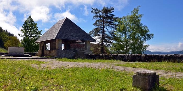 Ruševine stare cerkve - foto: Barbara Debeljak