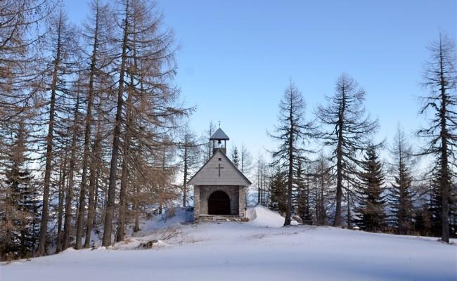 Kapelica v bližini Doma na Peci