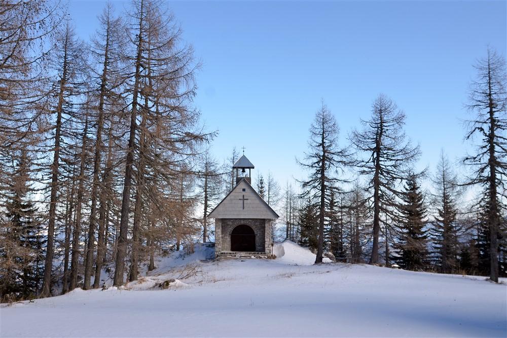 Kapelica v bližini Doma na Peci; foto Barbara Debeljak